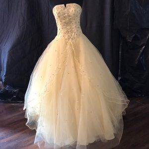 Amazing yellow glittery dress by Mori Lee size 3/4